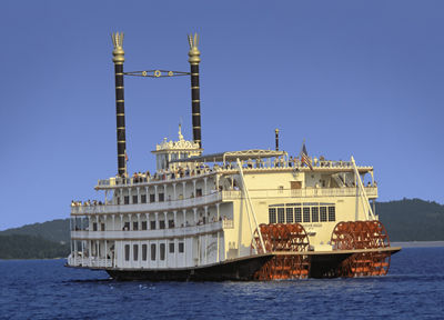 ways-to-celebrate-your-anniversary-showboat-branson-belle